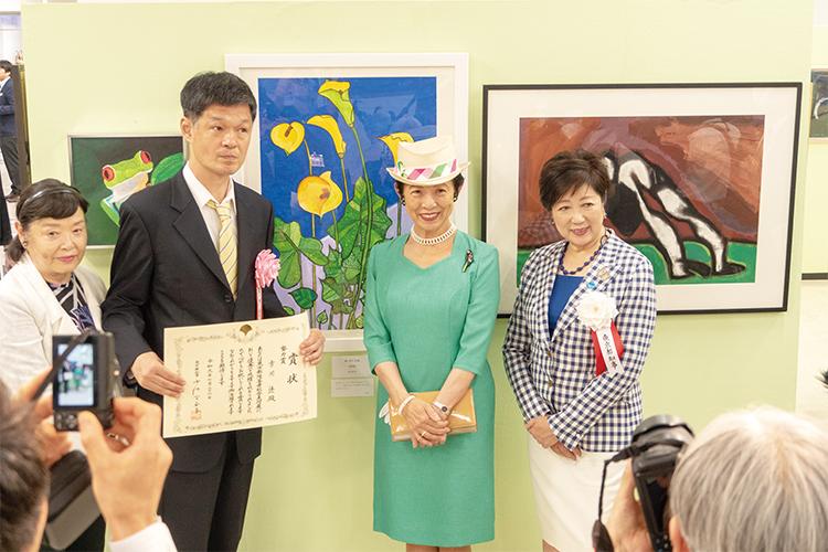 高円宮久子さま、小池百合子都知事をお迎えしての表彰式。